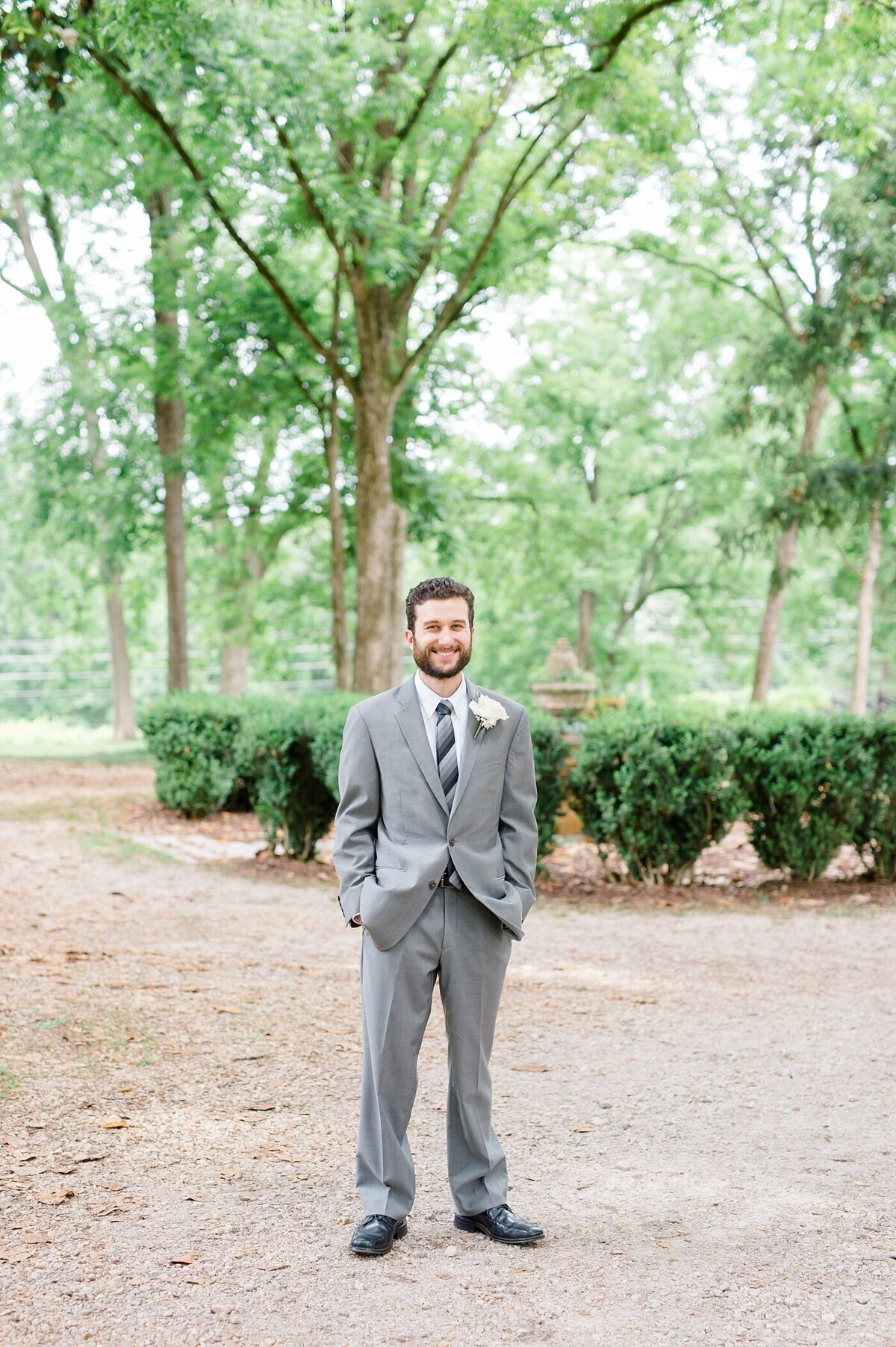 nutwood-vineyards-wedding-lagrange-georgia-laura-barnes-photo-23