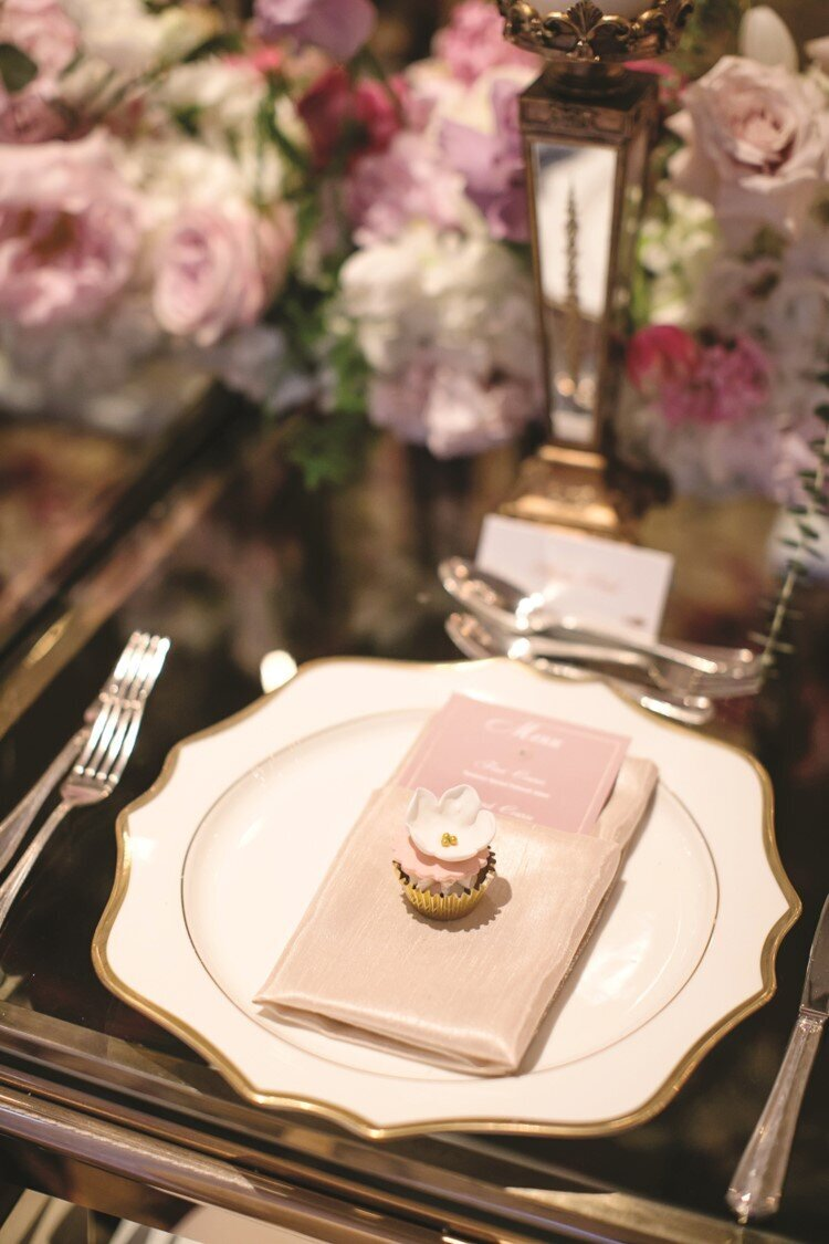 blush-gold-wedding-reception-charger-cupcake