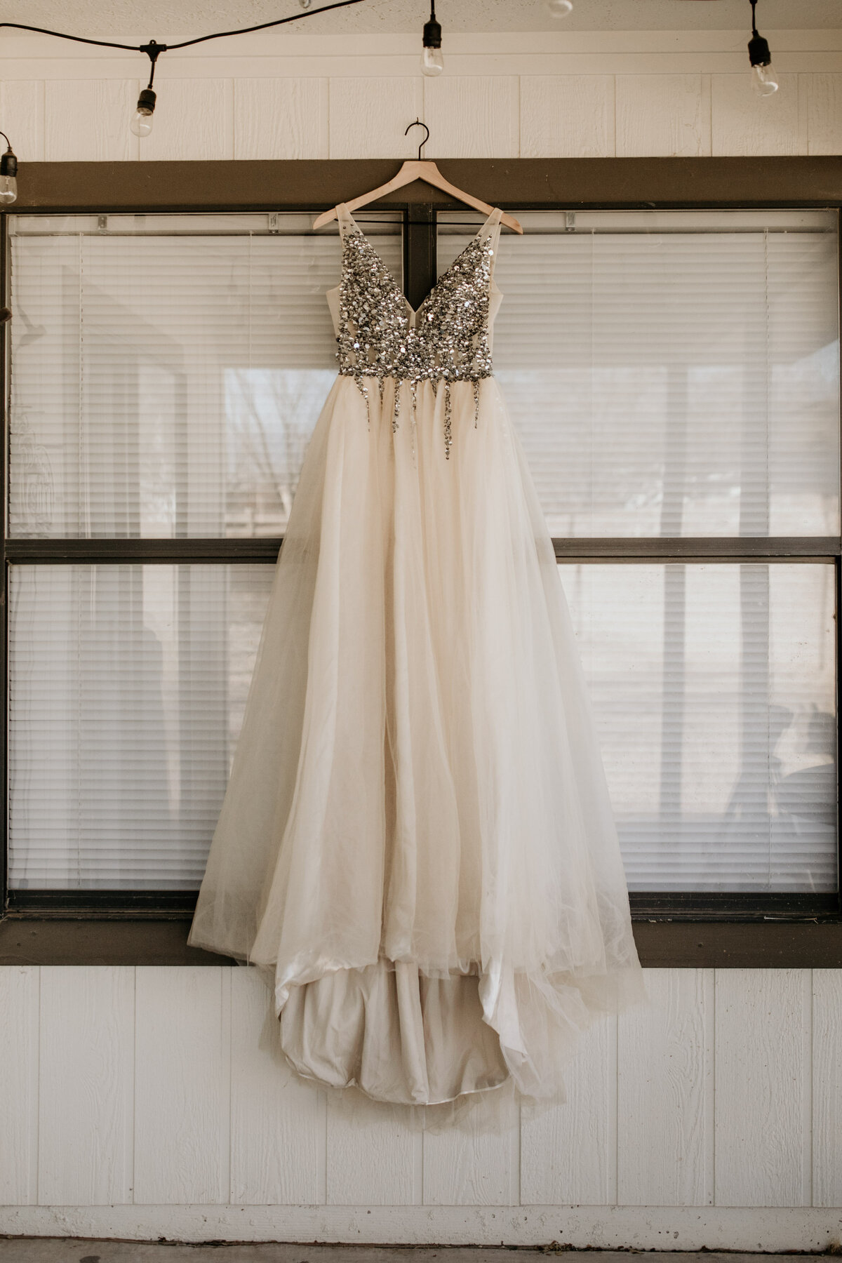 wedding-dress-rentals-for-styled-shoots-elopement-photographer-19-22
