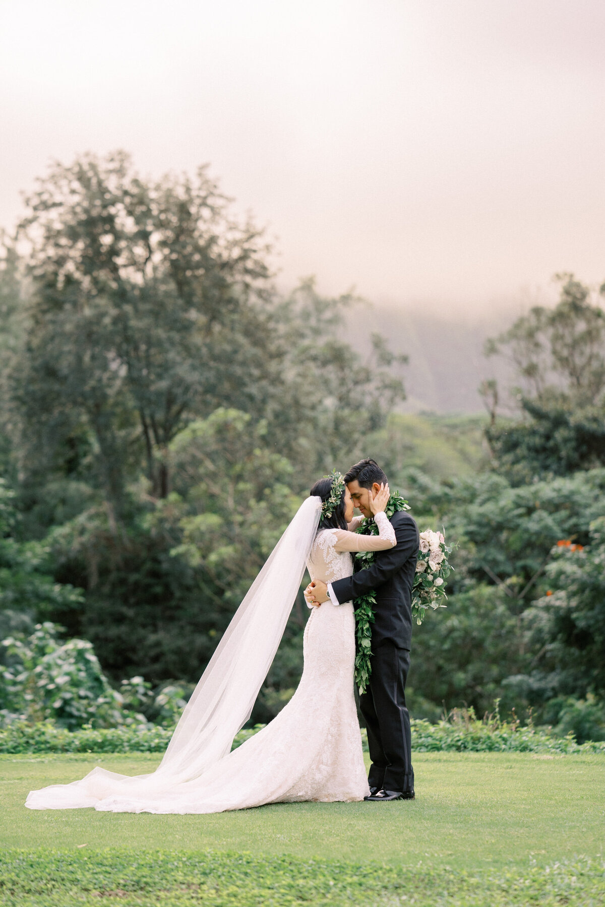 oahu-wedding-photographers-royal-hawaiian-golf-club-105
