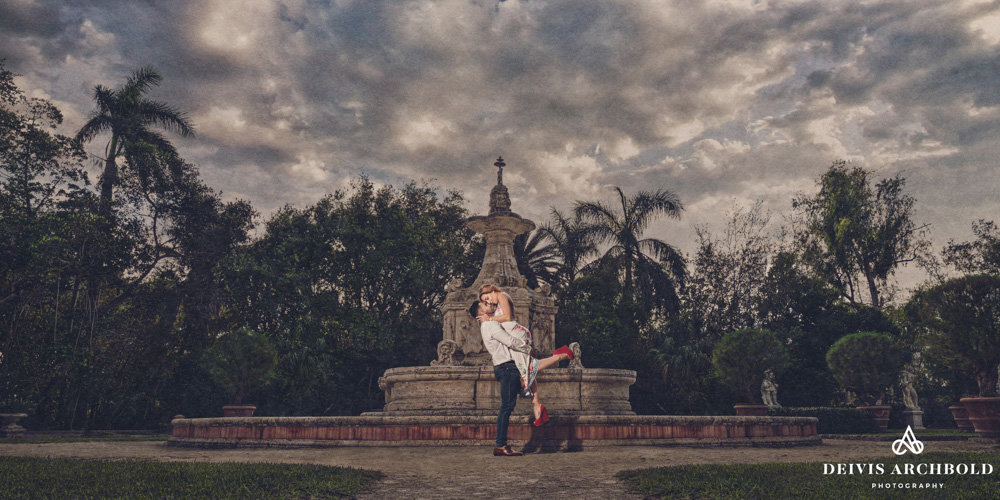Vizcaya Miami Engagement Session Water Fauntain Deivis Archbold Photography