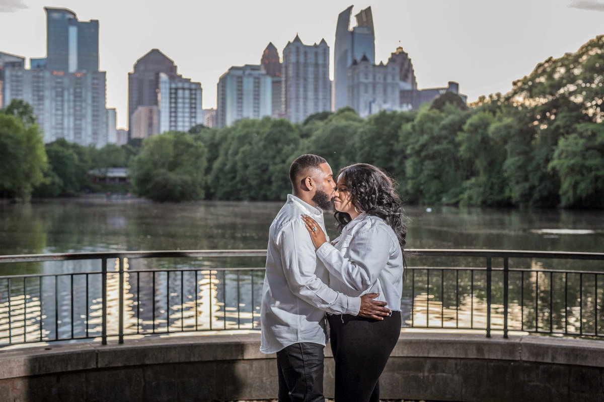 Piedmont-Park-Engagement-photo_lyndalouisphotography-6-6
