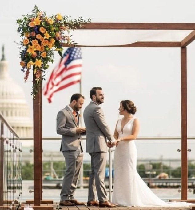 Rooftop wedding at The Capitol View at 400