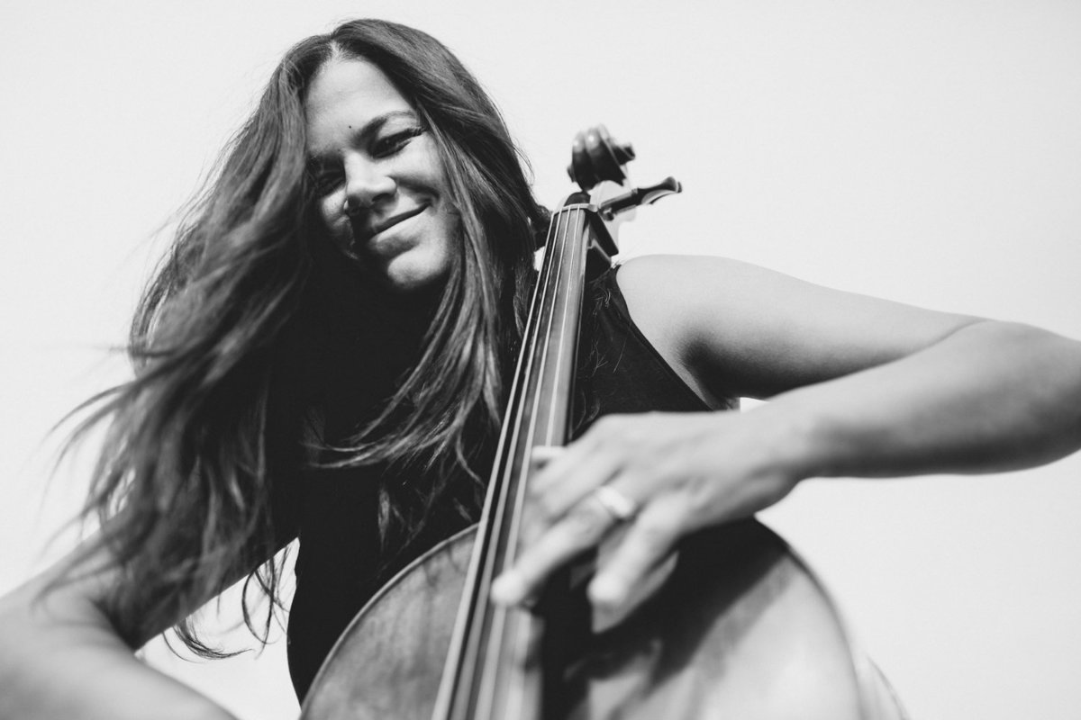 cellist-portrait-lifestyle-danielle-motif-photography-27