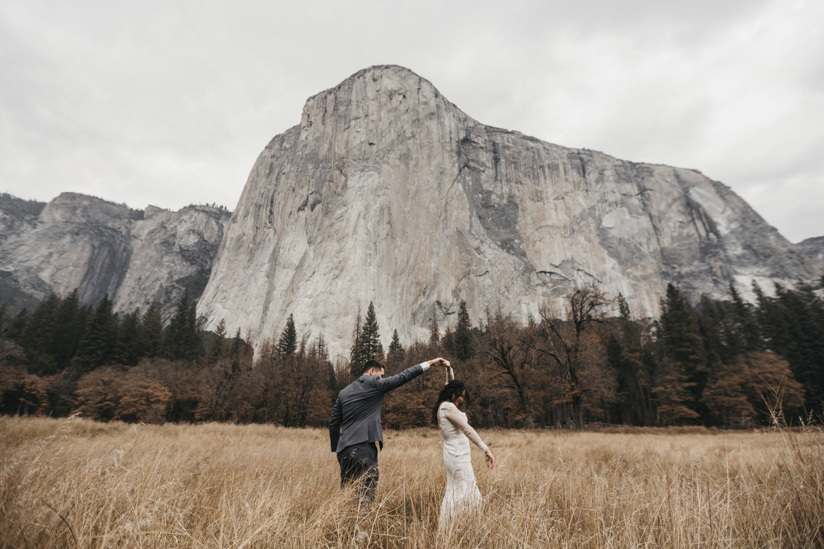 athena-and-camron-how-to-elope-in-yosemite-valley-el-capitan-meadow8