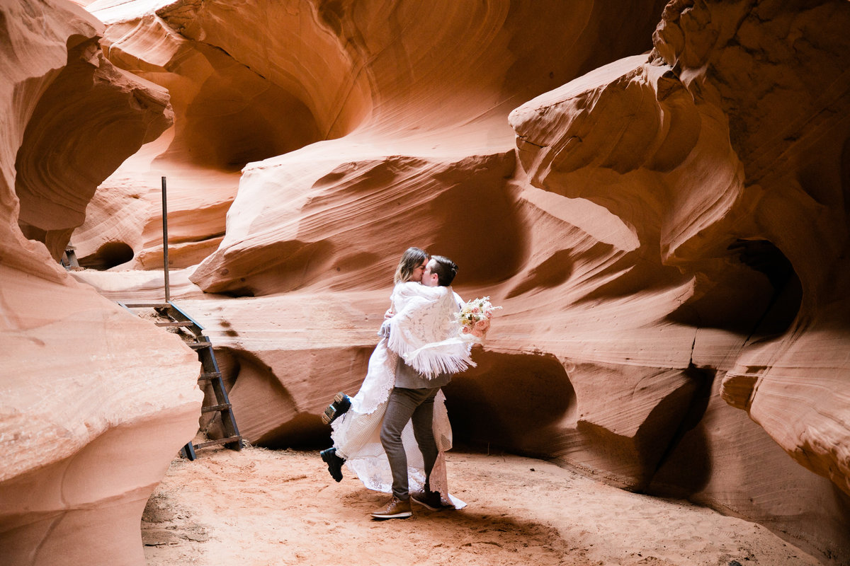 Aimee-Flynn-Photo-18-Waterholes-Canyon-Page-Arizona-Elopement