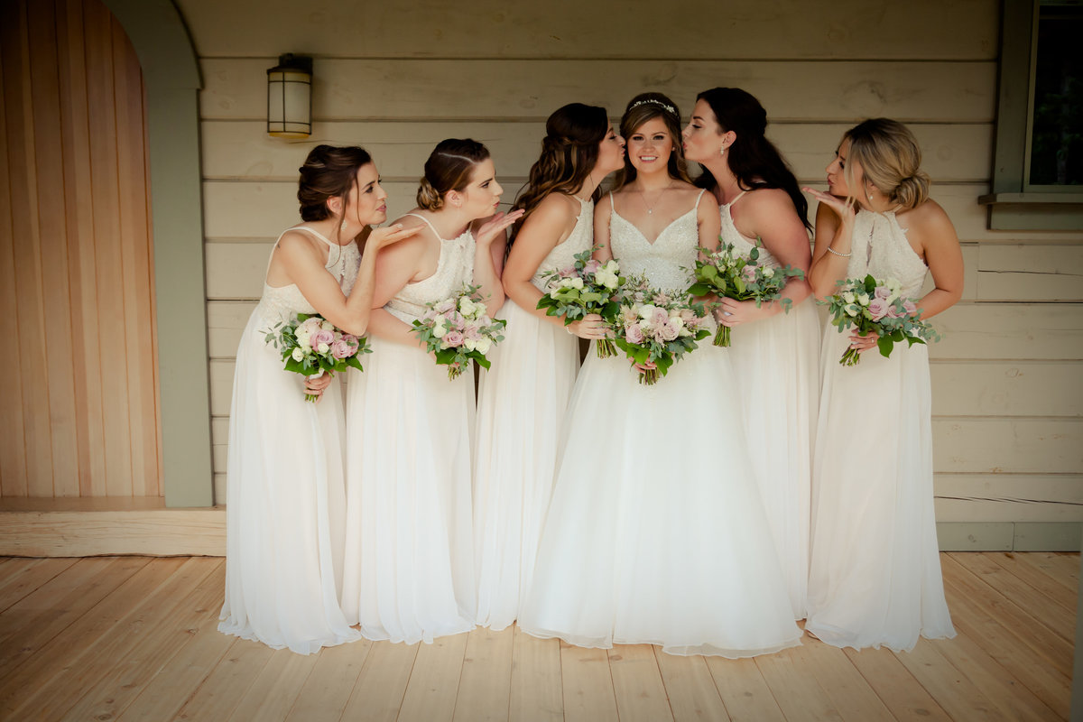 Bride and Bridesmaids Photos (1)