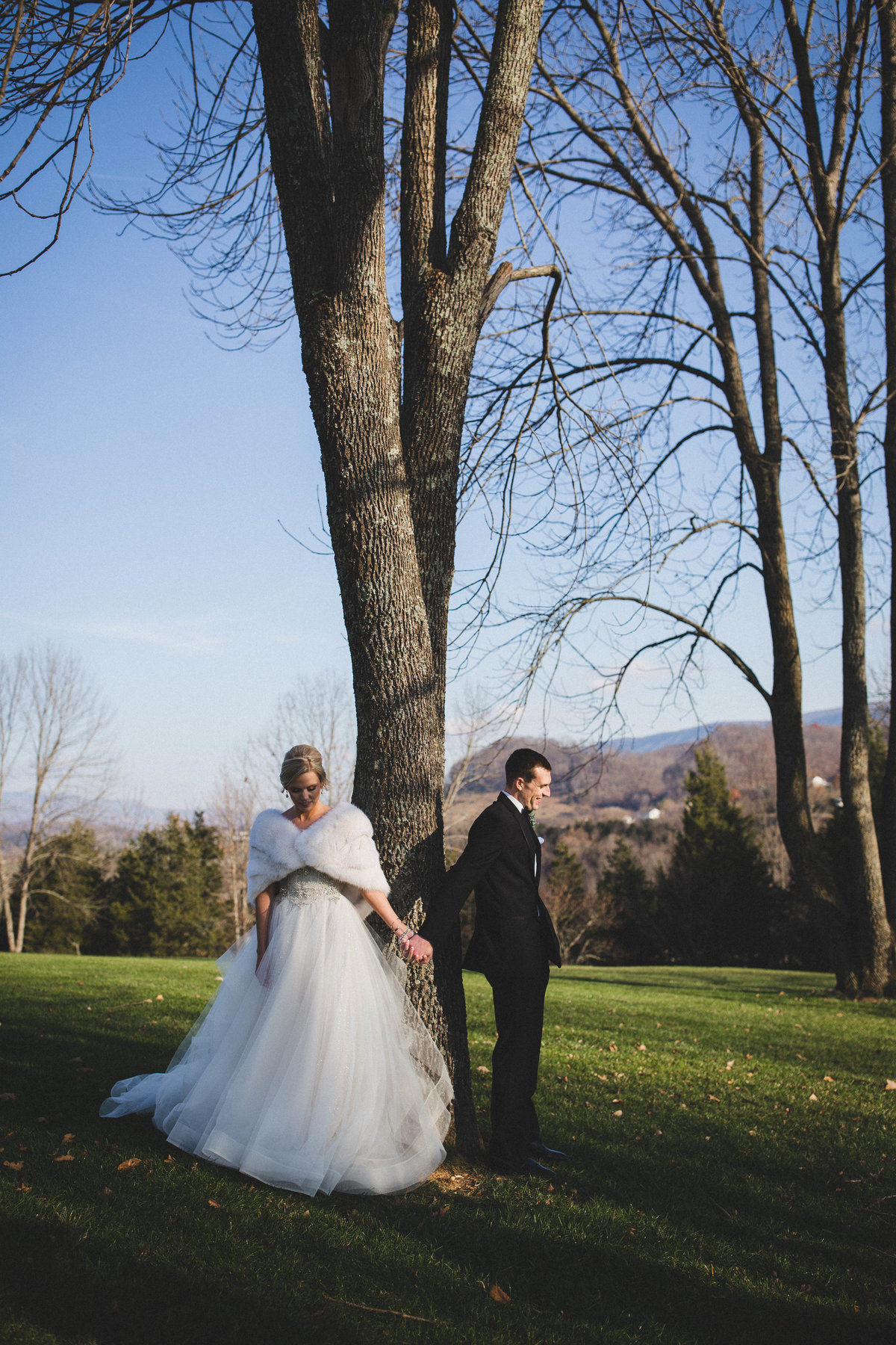 winter-wedding-first-look-virginia