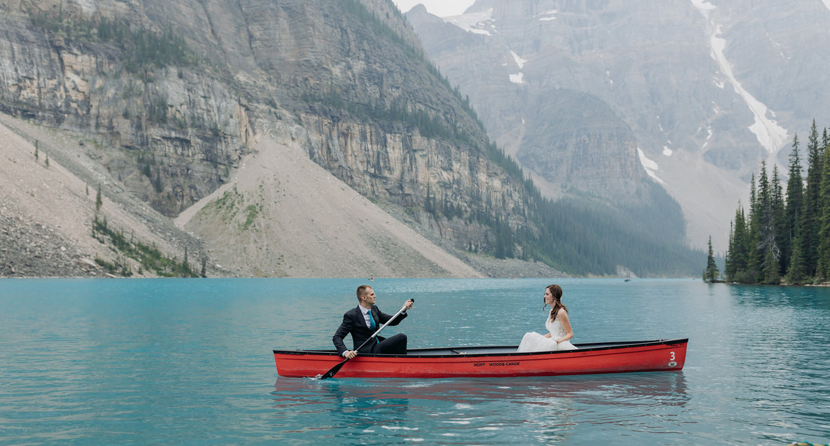 moraine lake lodge wedding red canoe adventurous photos