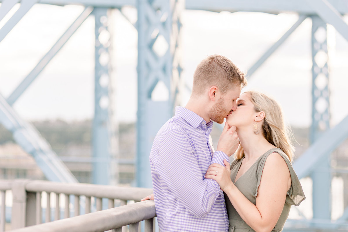 Cincinnati-engagement-wedding-photographer-eden-park-art-museum-smale-riverfront033