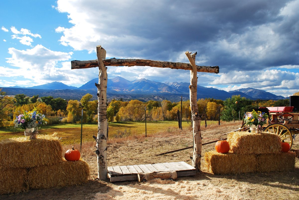 Everett Ranch Rocky Mountain Wedding Outdoor Barn Rustic Salida Colorado Alpaca Collegiate Peaks Vintage Ranch Nature Natural Beauty Pumpkins Rust Orange Hay 050