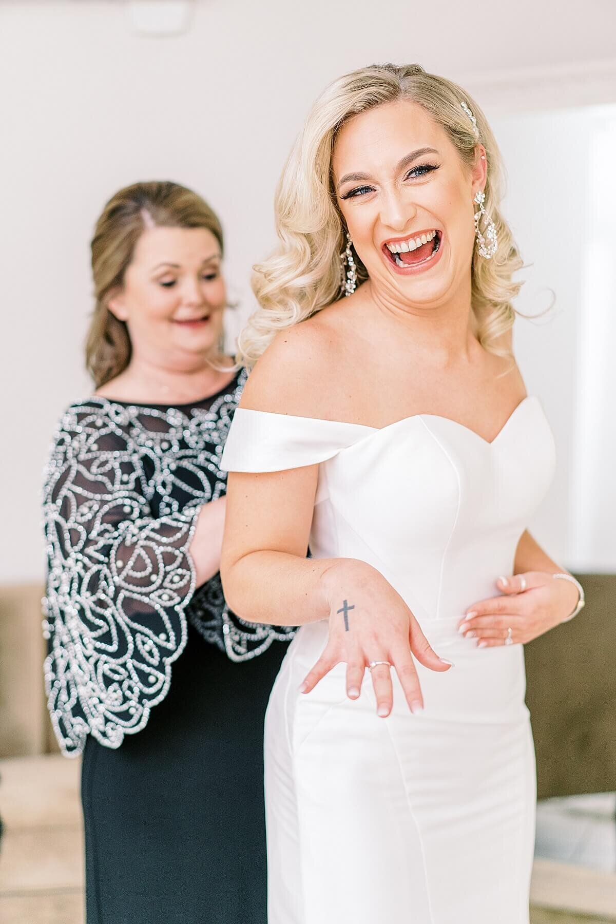 Getting ready at Black and White Themed Wedding at The Annex Wedding Venue photographed by Alicia Yarrish Photography