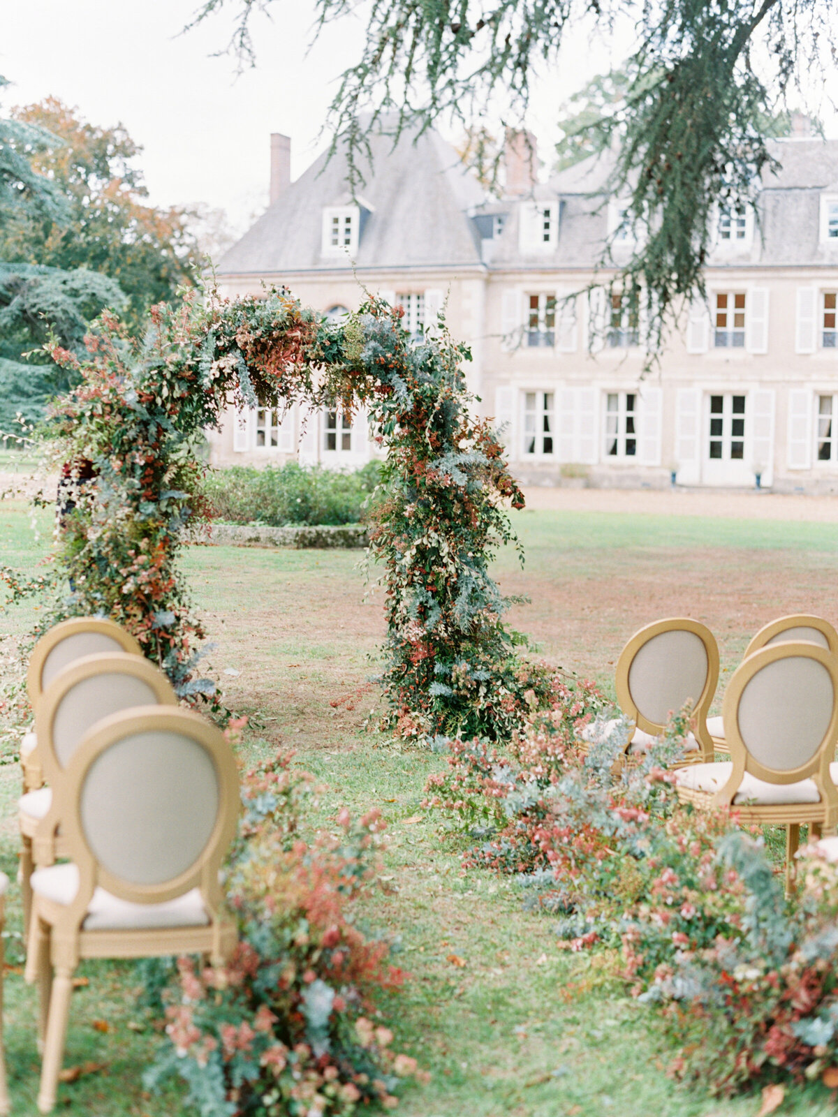 chateau-bouthonvilliers-wedding-paris-wedding-photographer-mackenzie-reiter-photography-34