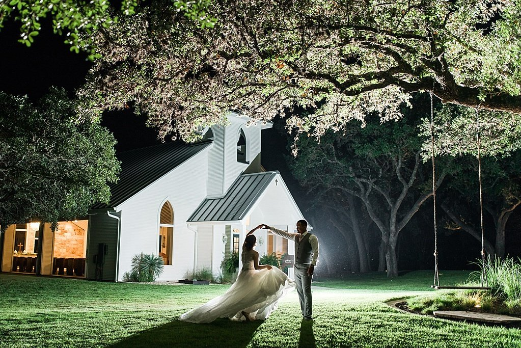 A Blush Vintage Summer Wedding at The Chandelier of Gruene in New Braunfels Texas by Allison Jeffers Photography_0164