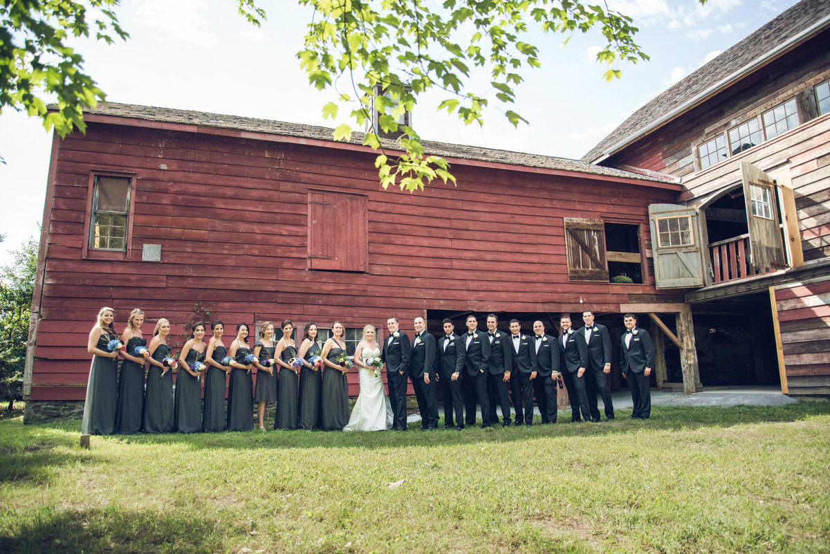 monica_relyea_events_stripling_photography_hudson_valley_rustic_barn_glam_wedding_1