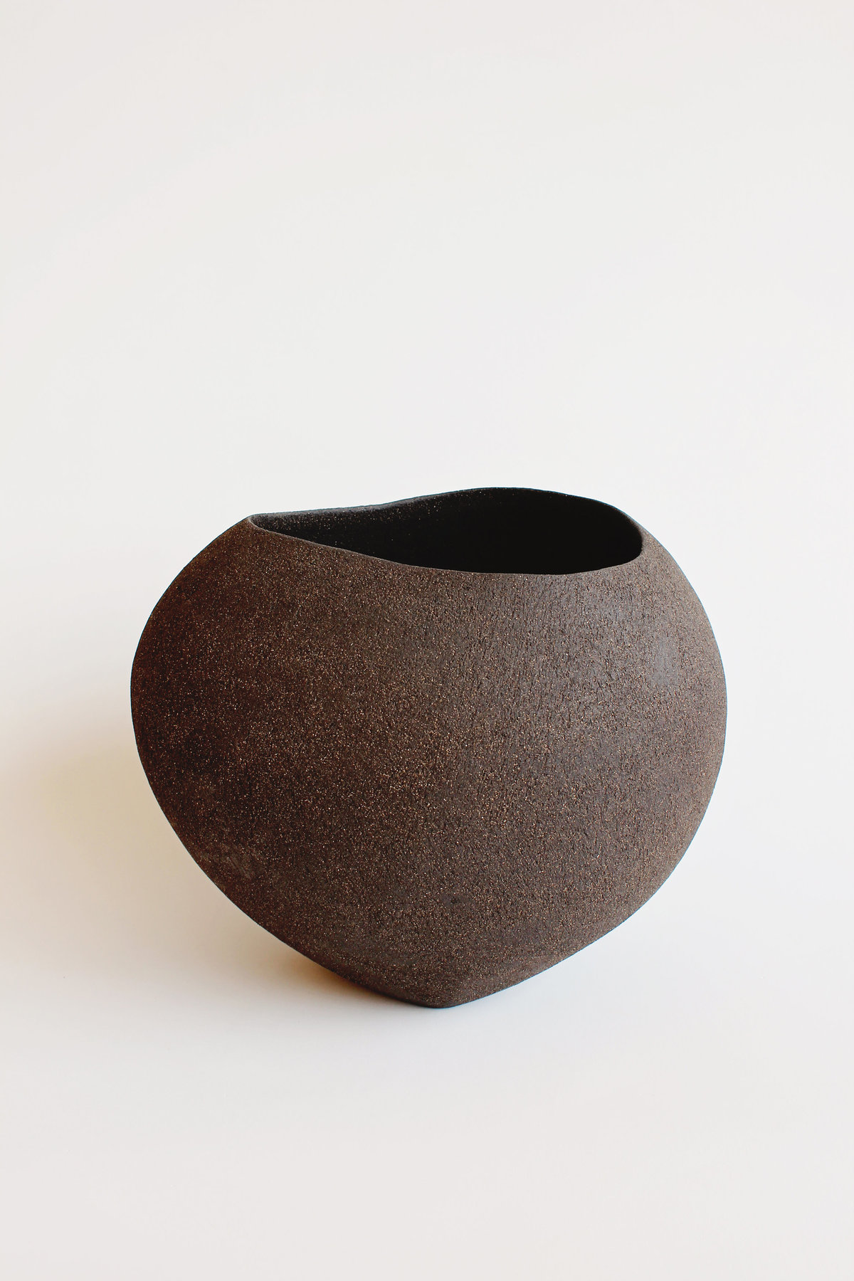 Yasha-Butler-Ceramic-Sculpture-Bowl-Black-Brown-Lithic_1453-3500px