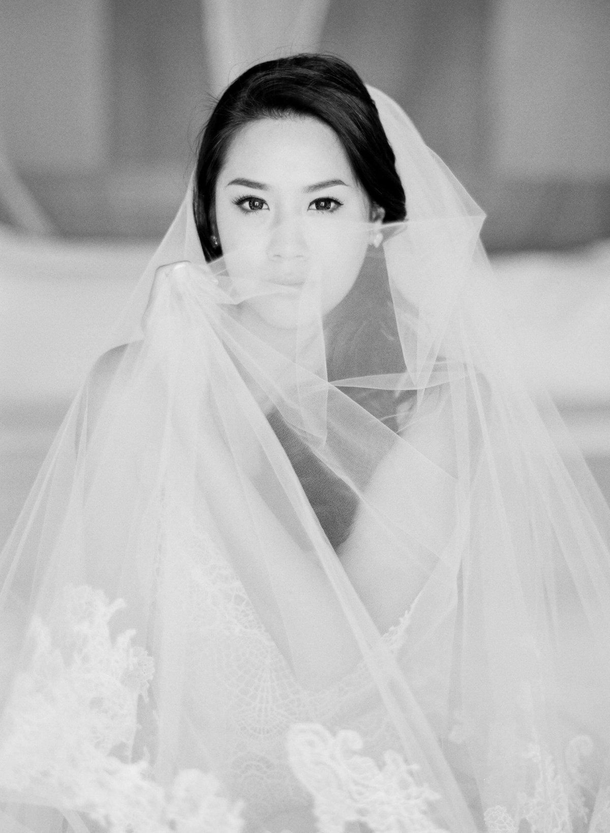 26-KTMerry-bridal-portrait-veil