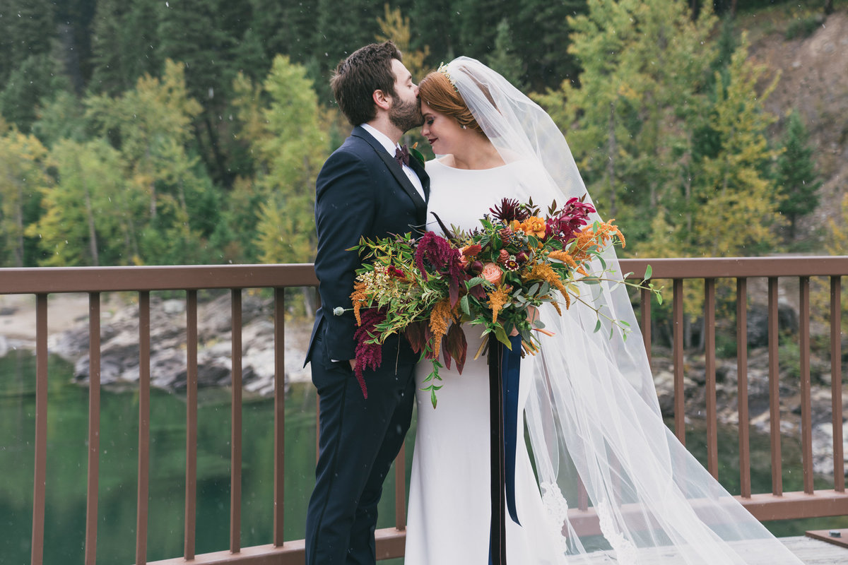 Jennifer_Mooney_Photography_Abbey_Stephen_Fall_Winter_Glacier_Park_Elopement-34