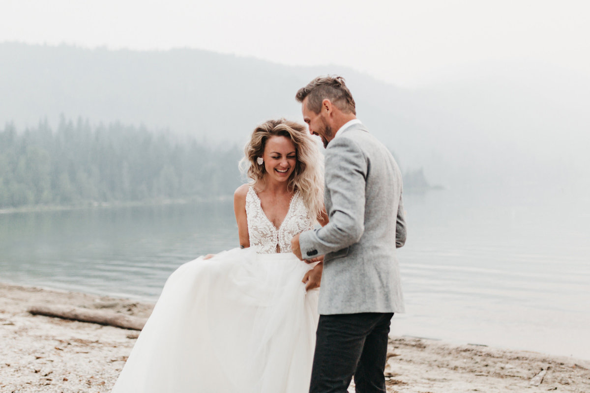 athena-and-camron-sara-truvelle-bridal-wenatchee-elopement-intimate-17-wedding-dress-boho