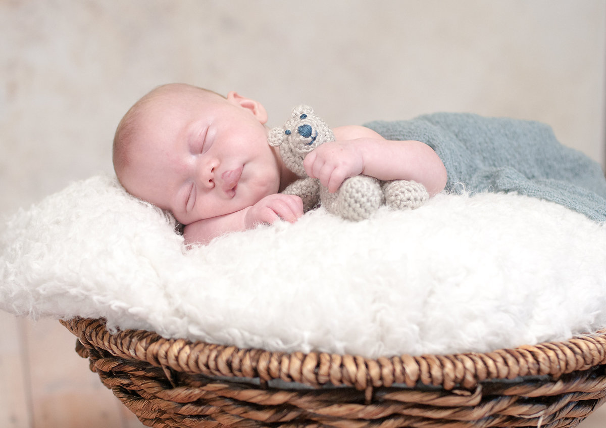 Adorable Southern California Newborn photoshoot by One Shot Beyond Photography
