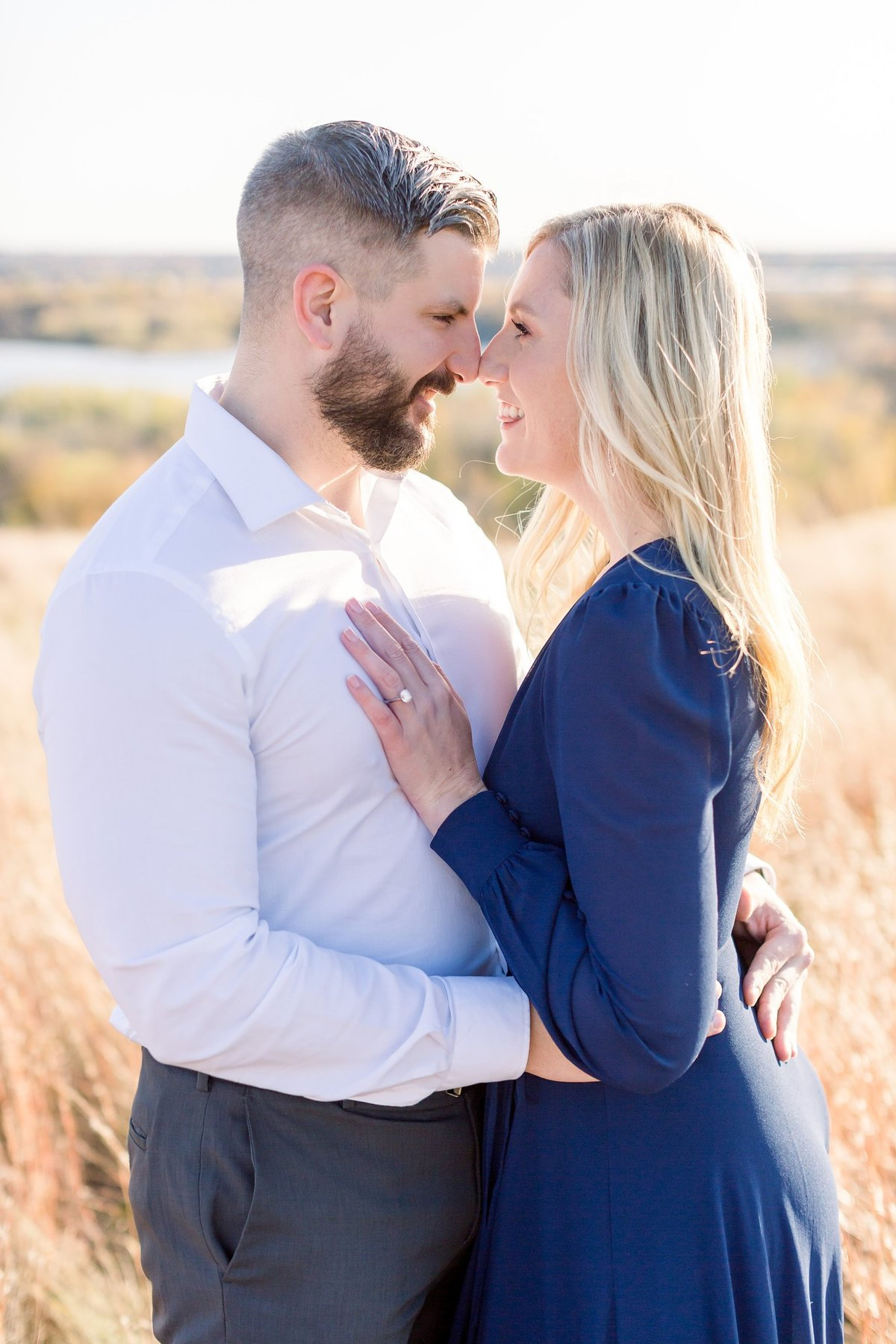 eden-prarie-bluffs-fall-engagement-elegant-couple_0005