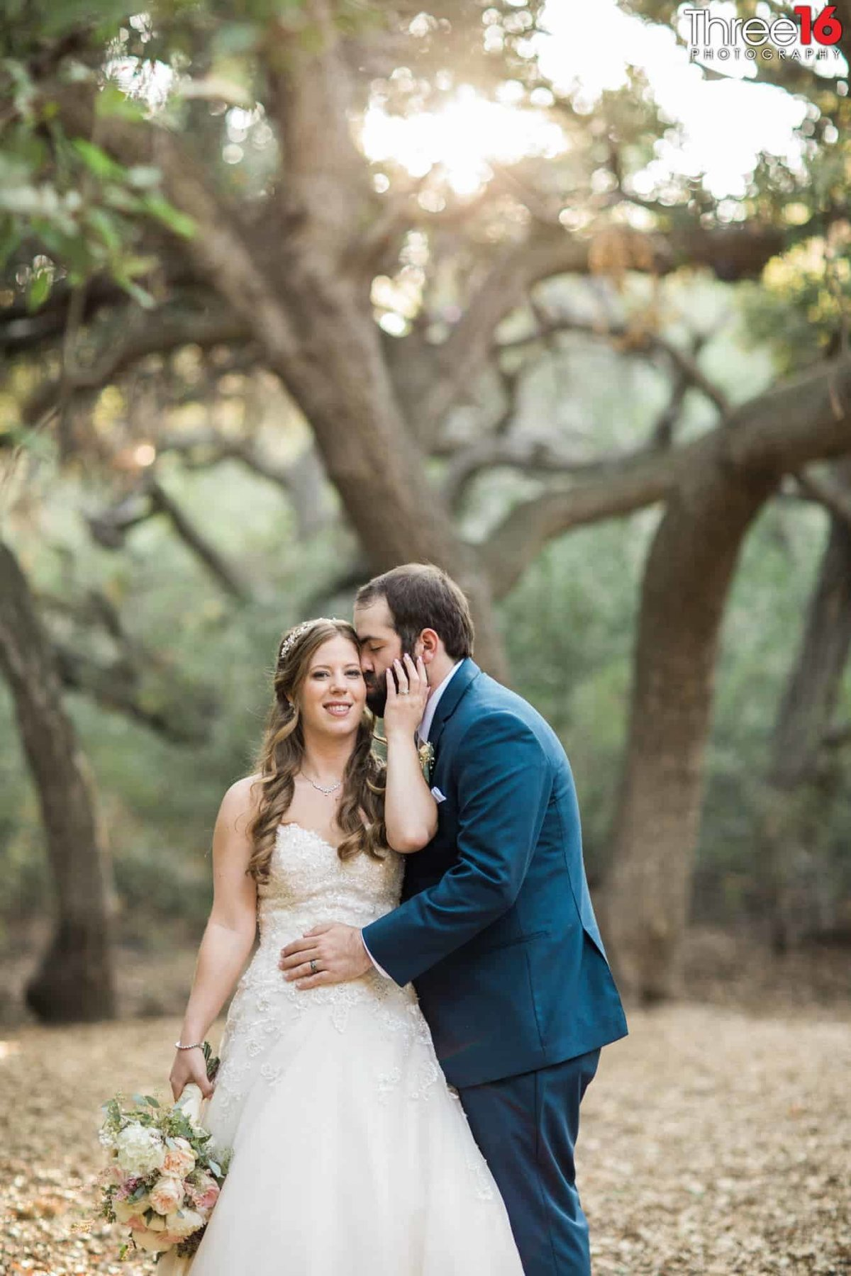 Oak Canyon Nature Center Wedding Anaheim California wedding photographer Ceremony Bride and Groom Outside wedding_1