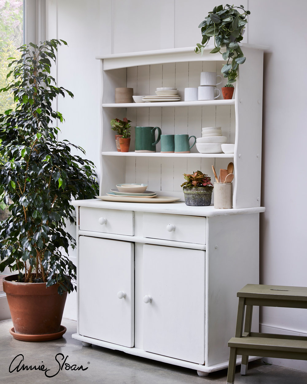 Old-White-kitchen-dresser