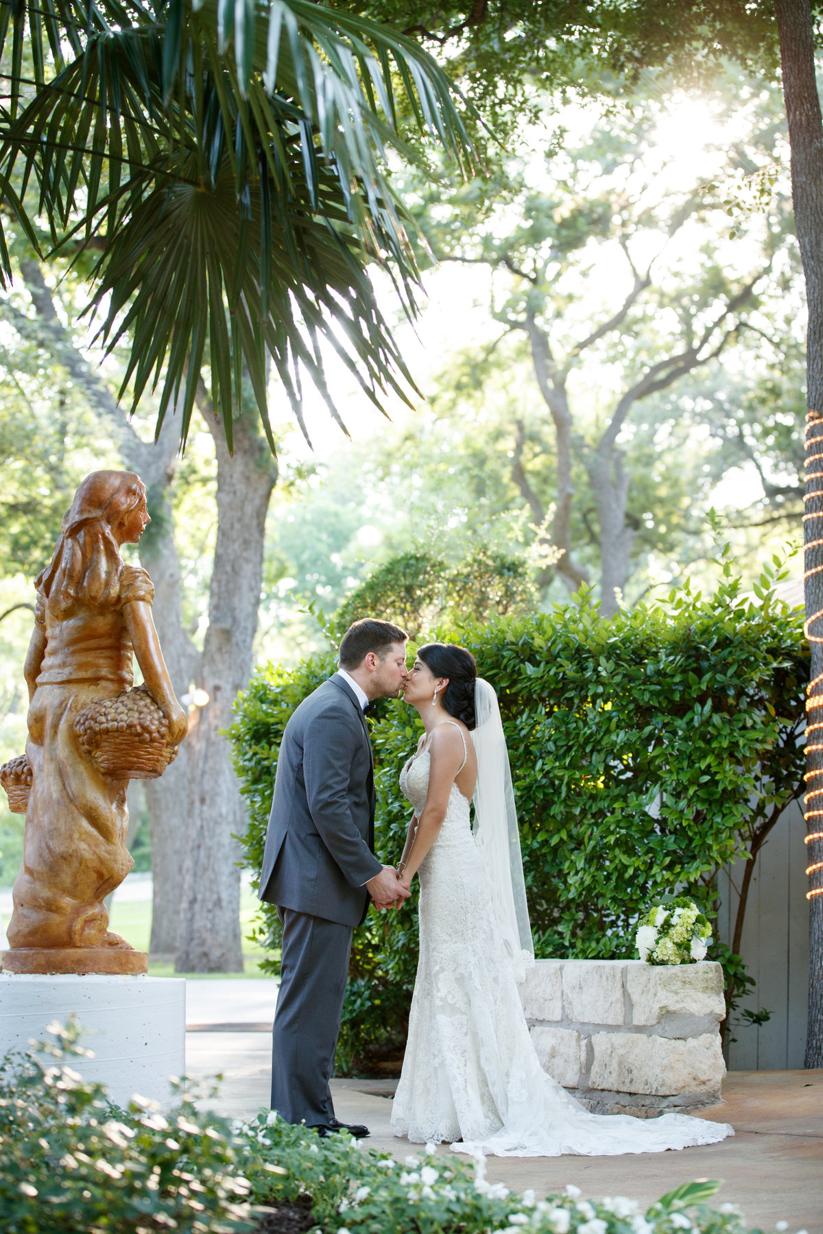 Austin wedding photographer casa blanca on brushy creek bride groom kiss