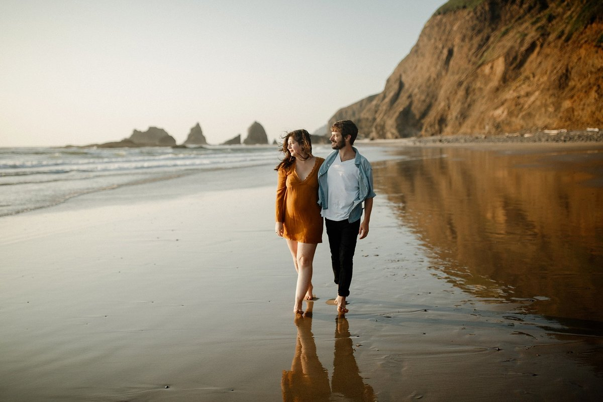 Oceanside-oregon-beach-anniversary-session-haley-joe-4