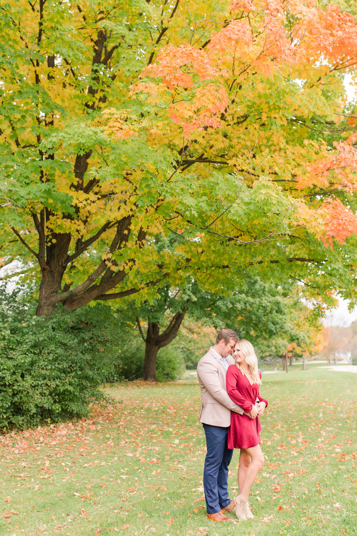 milwaukee-wisconsin-engagement-portraits-katie-schubert-photography-0001-3