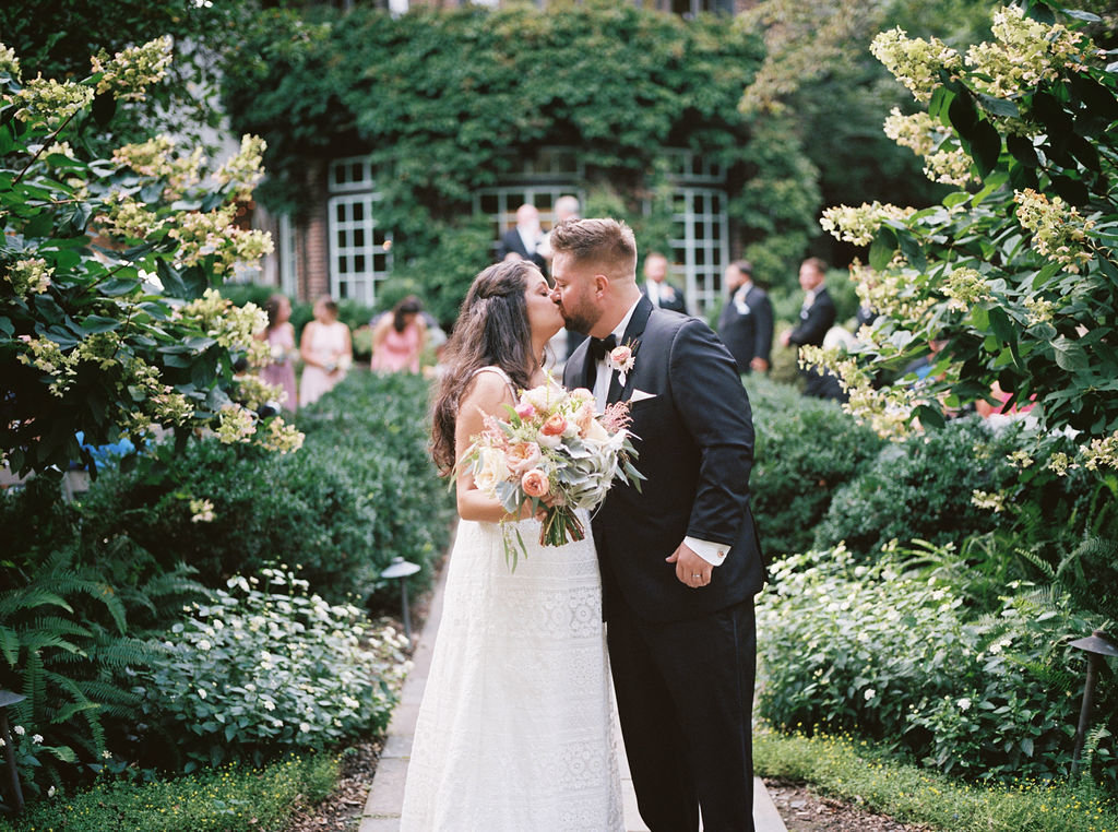 bride and groom greenville country club florist wedding