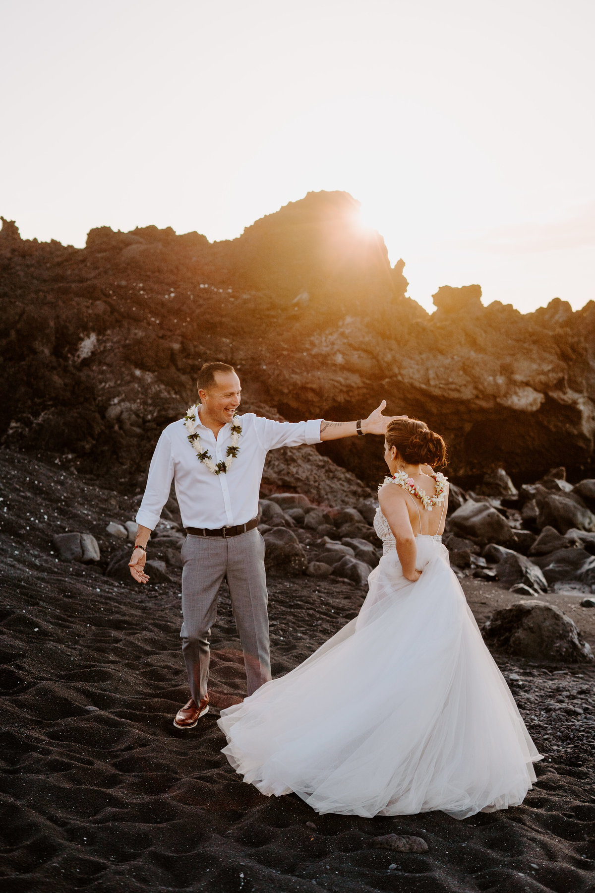 kiholo-bay-big-island-hawai-elopement-black-sand-beach-christina-gabe-sydney-and-ryan-photography-6