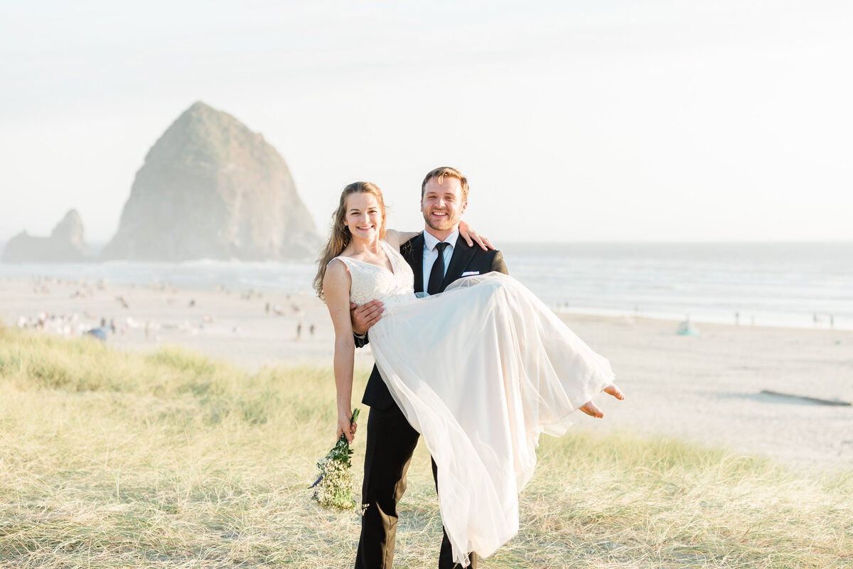 Cannon-Beach-Elopement-Photographer-39
