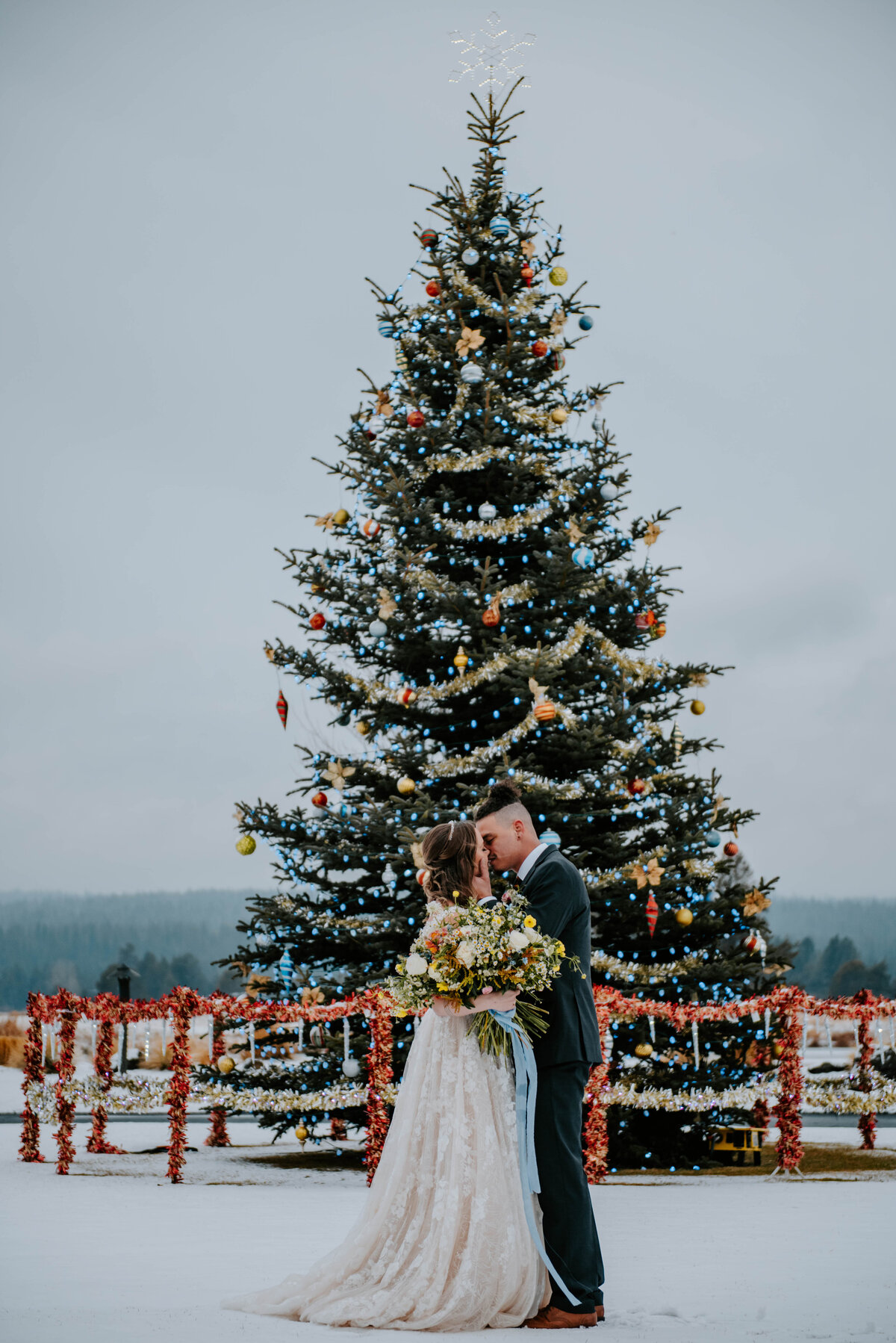 sunriver-resort-oregon-wedding-venue-christmas-elopement-photographer-destination-1761
