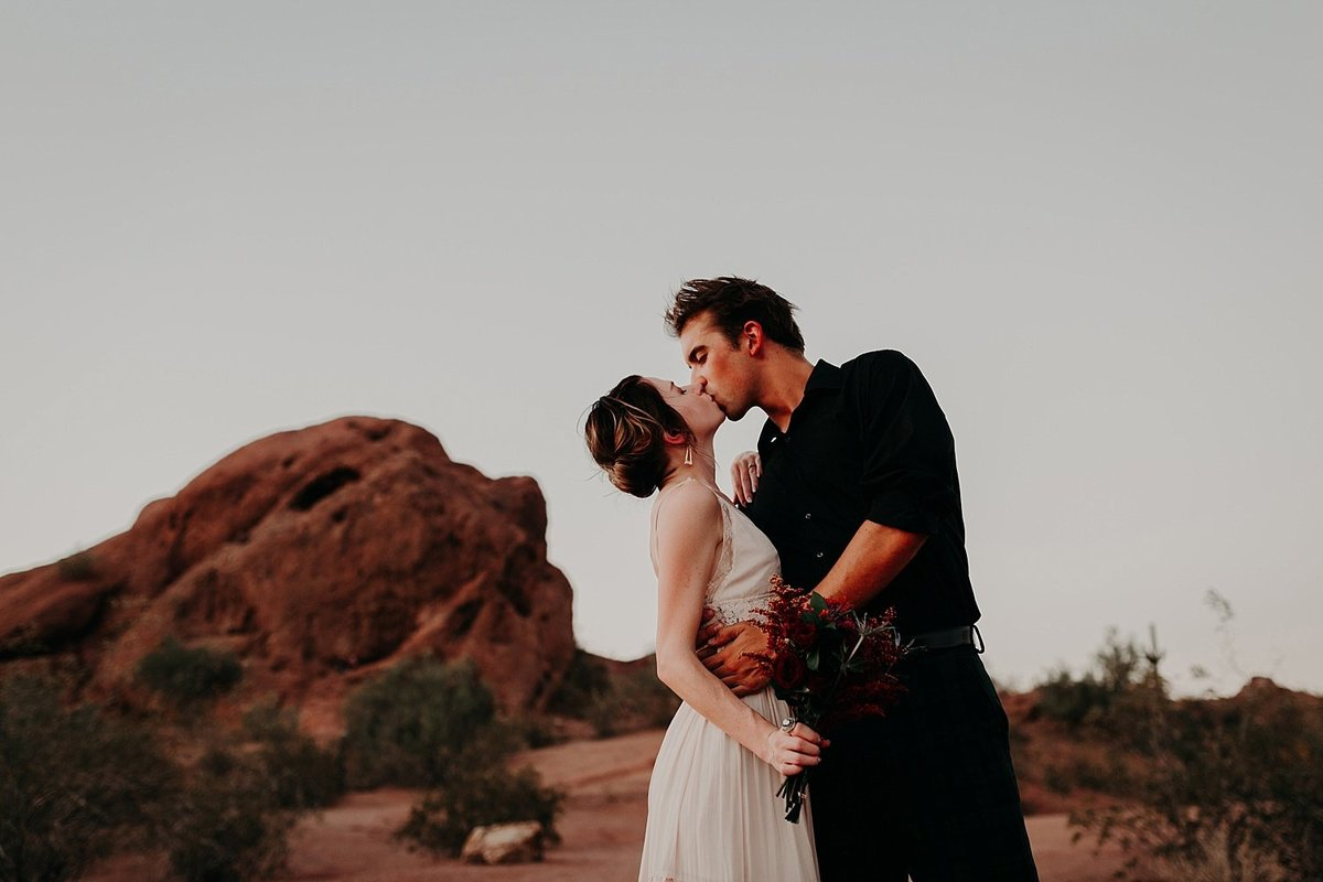 03-Papago-Park-Engagement-Photos