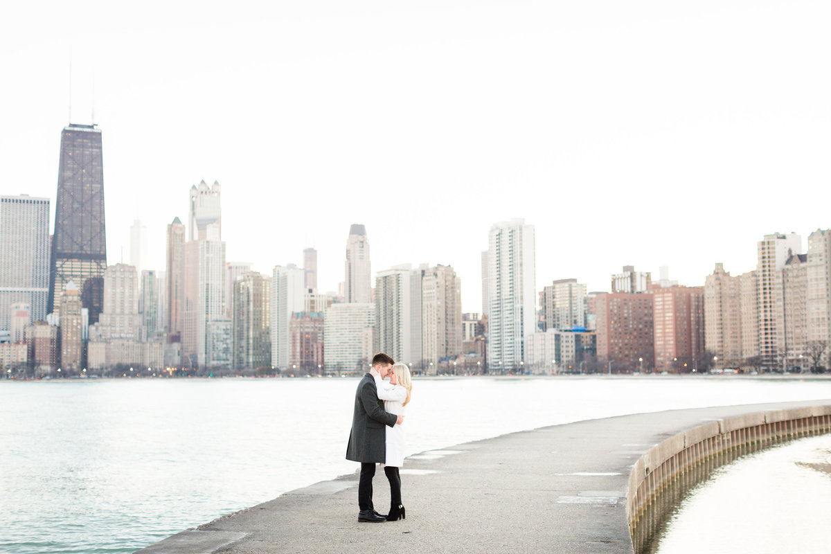 winter-downtown-chicago-engagement-session-112