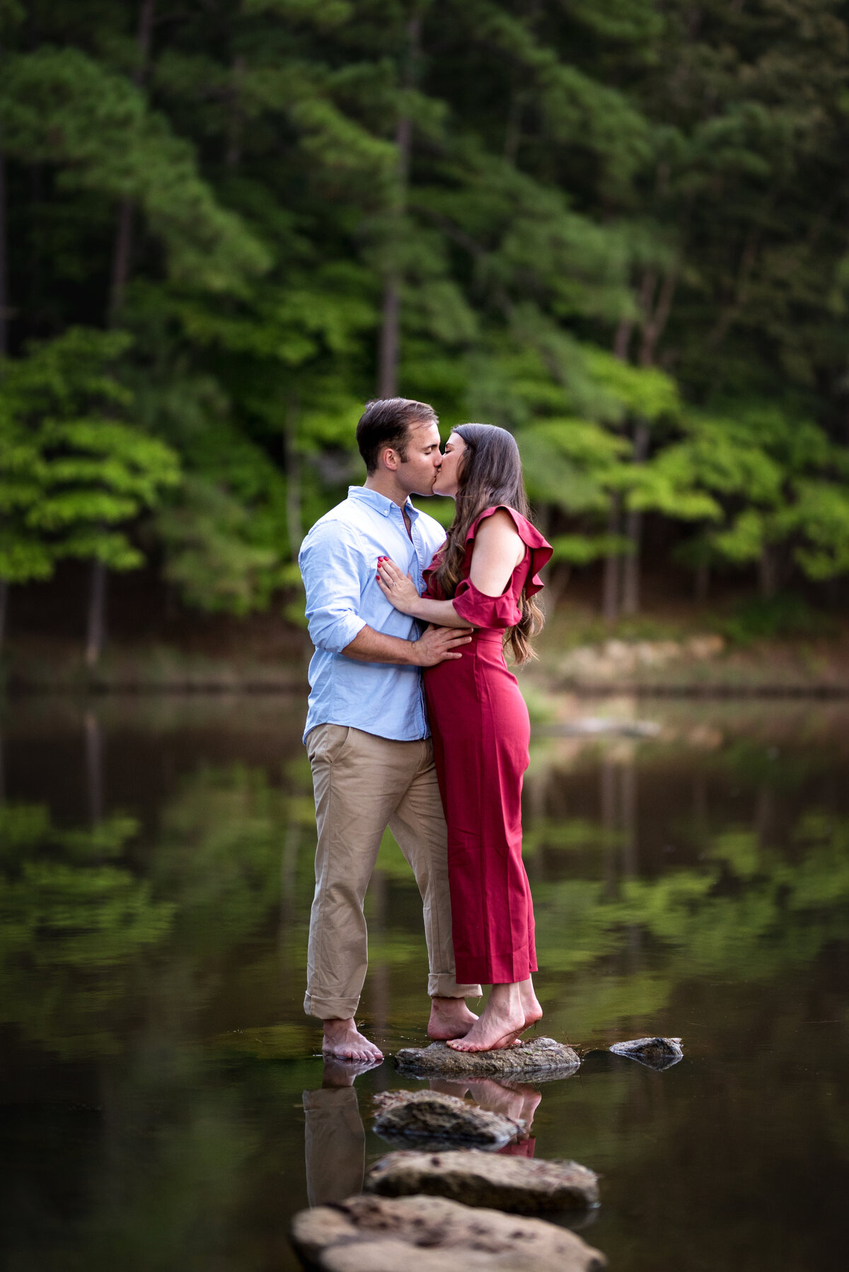 engagement-couple-on-lake