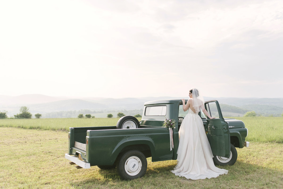 Monica-Relyea-Events-Alicia-King-Photography-Globe-Hill-Ronnybrook-Farm-Hudson-Valley-wedding-shoot-inspiration67