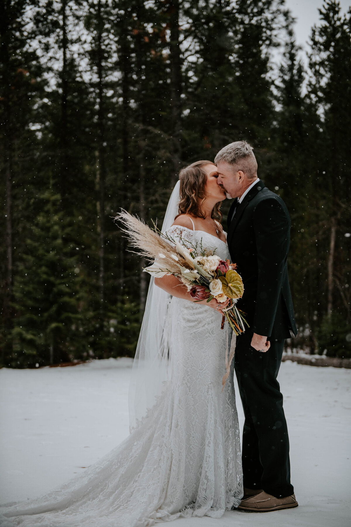suttle-lake-sisters-oregon-lodge-woods-vow-renewal-photographer-wedding-elopement-2682