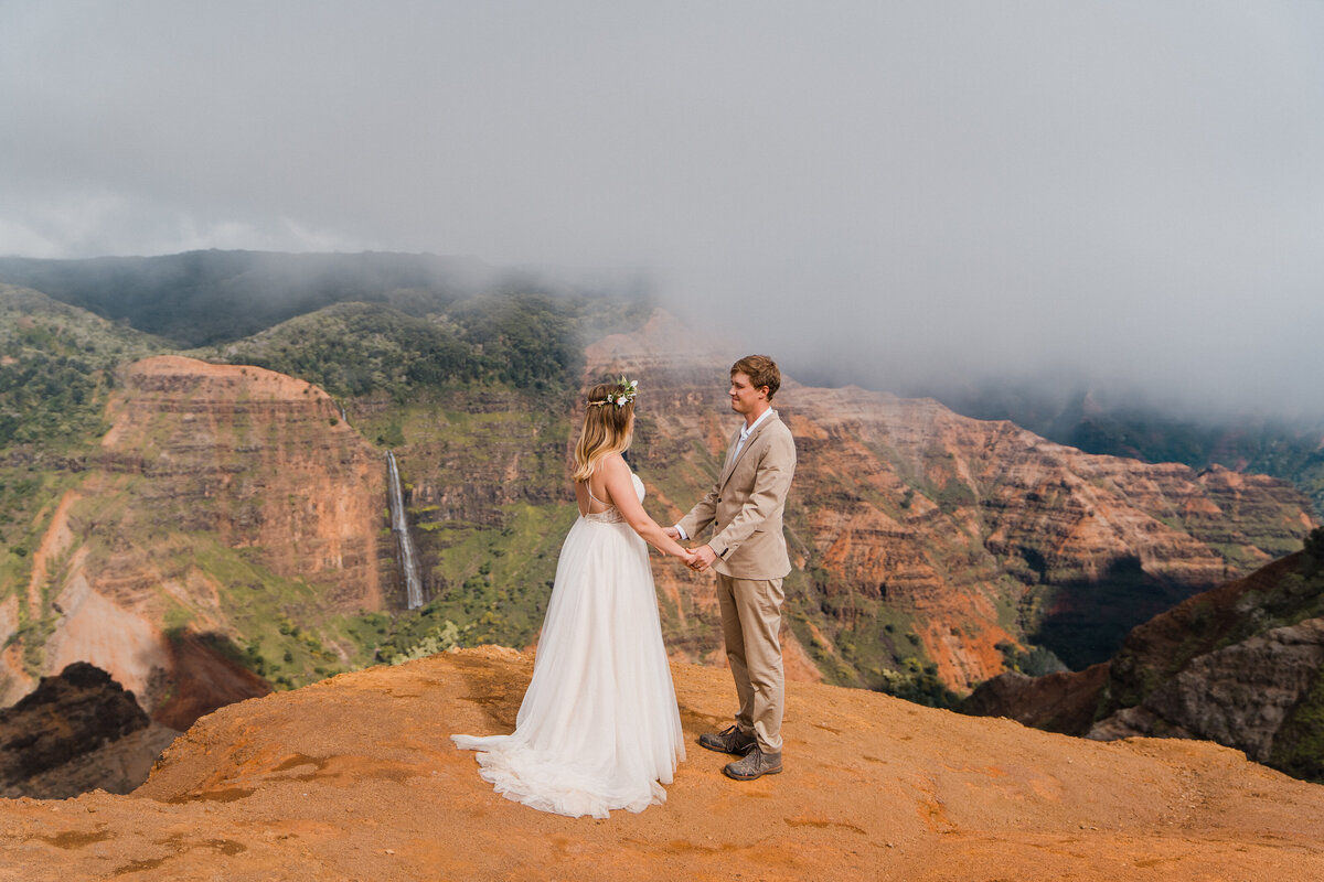 waimea-canyon-kauai-elopement-adventure-elopement-photographer-sydney-and-ryan-1