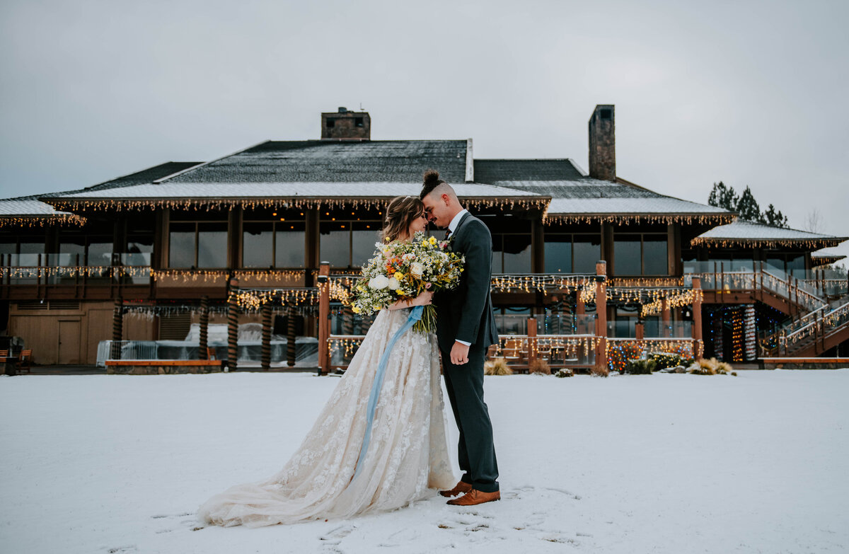 sunriver-resort-oregon-wedding-venue-christmas-elopement-photographer-destination-1637