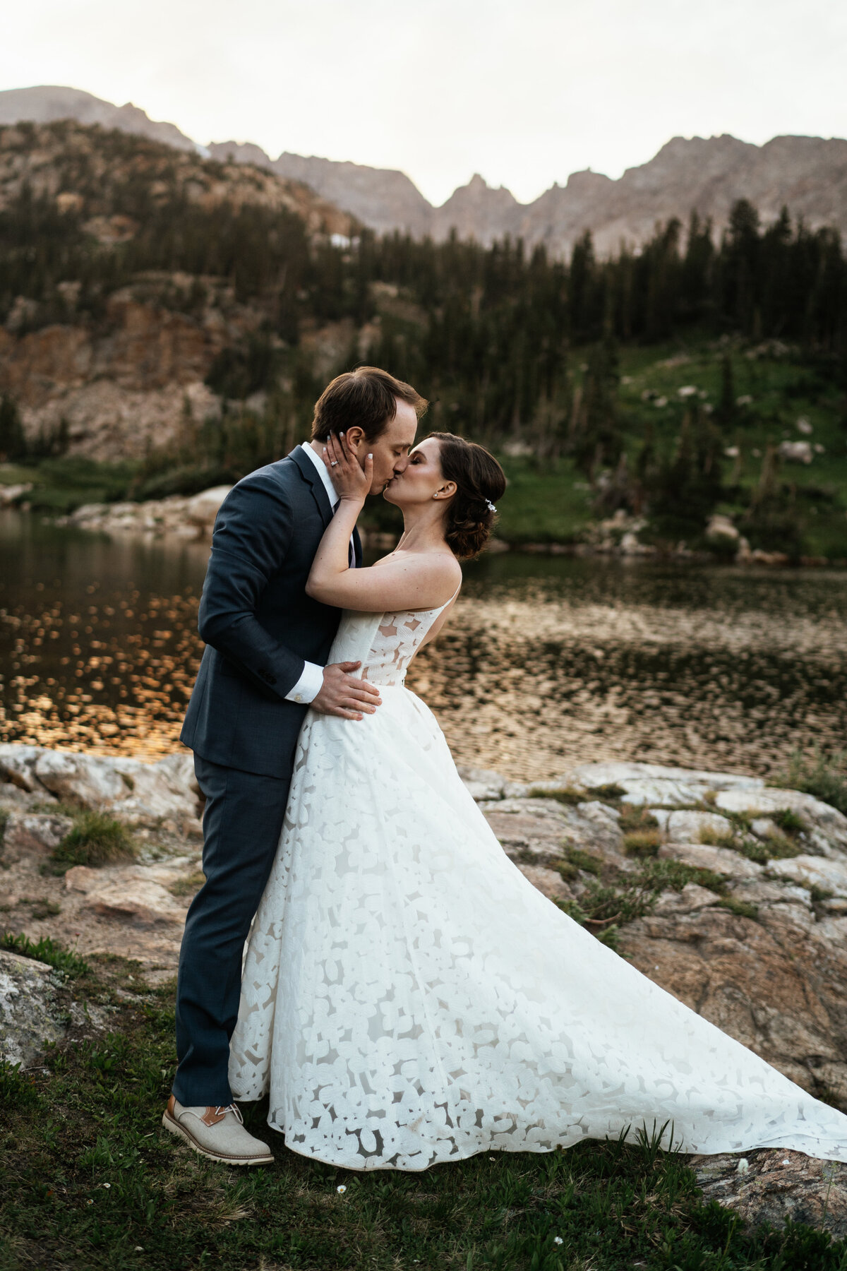 hiking-elopement-in-Colorado
