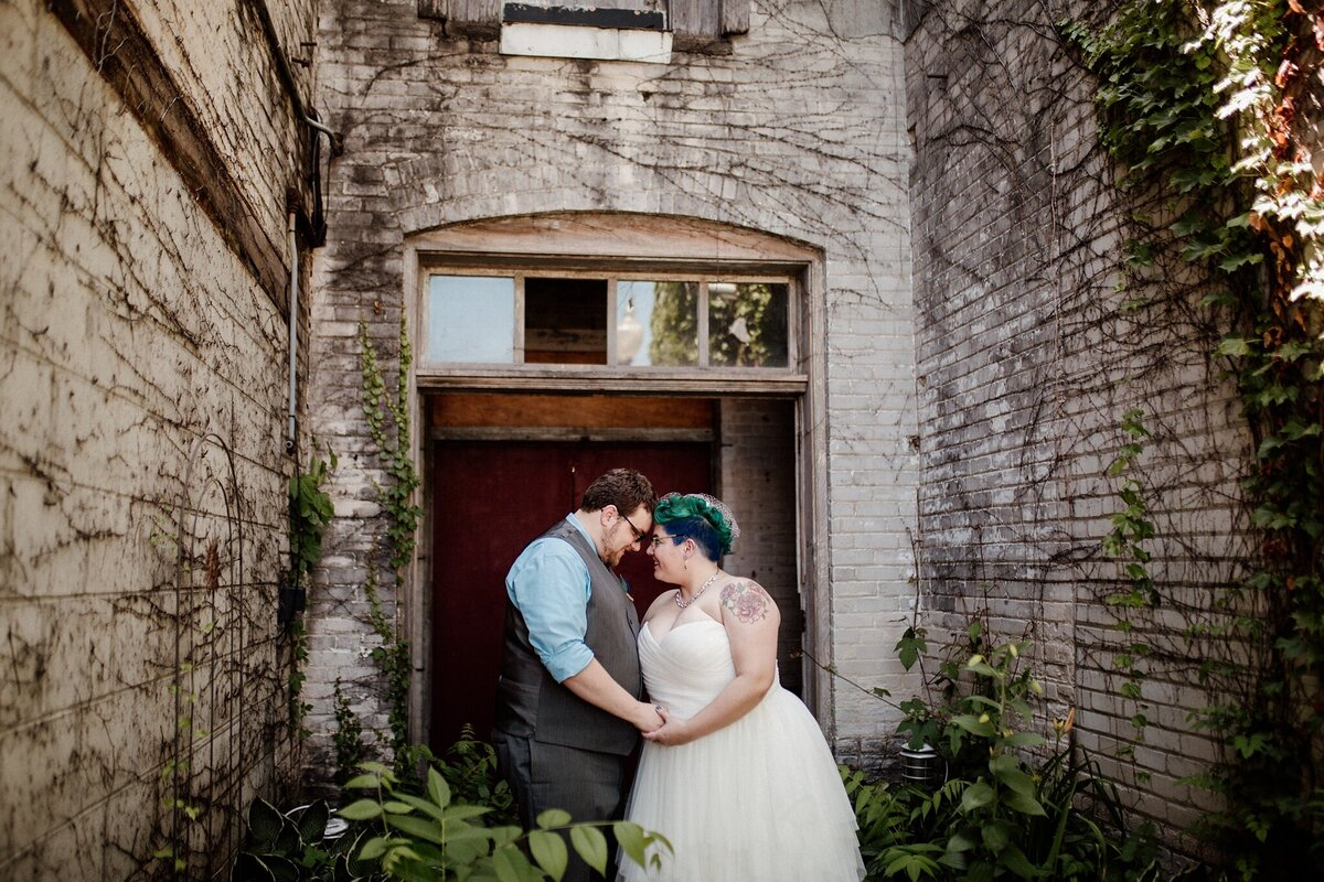 meg-thompson-photography-acorn-theater-three-oaks-michigan-wedding-emily-chris_0002