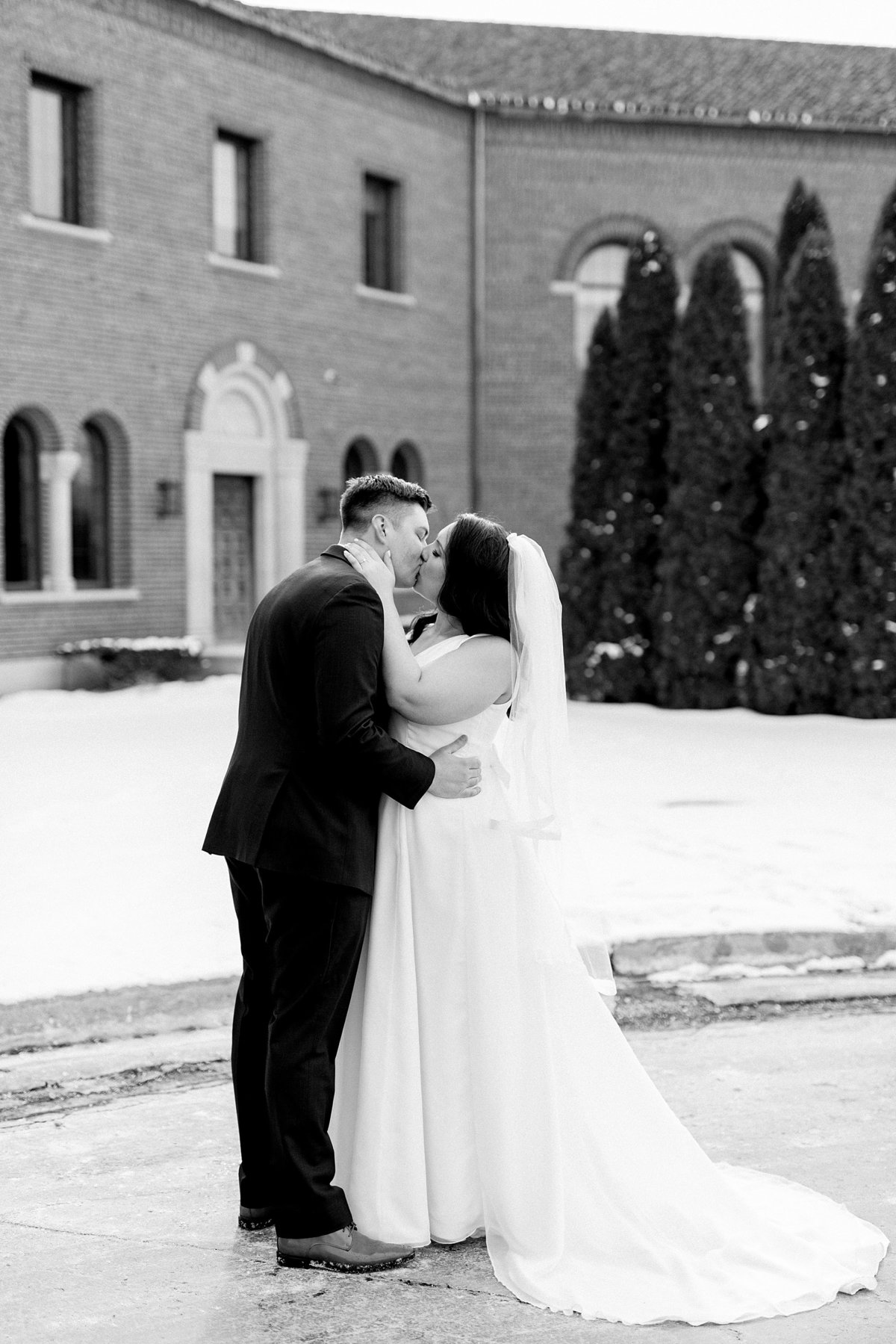 Rachel-Matt-Inn-at-St-Johns-Wedding-Michigan-Breanne-Rochelle-Photography96