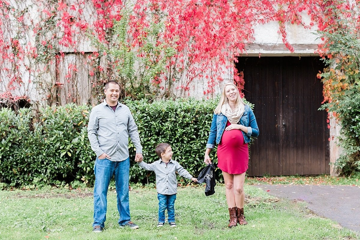 Fall Houston Maternity photography session photographed by Alicia Yarrish Photography