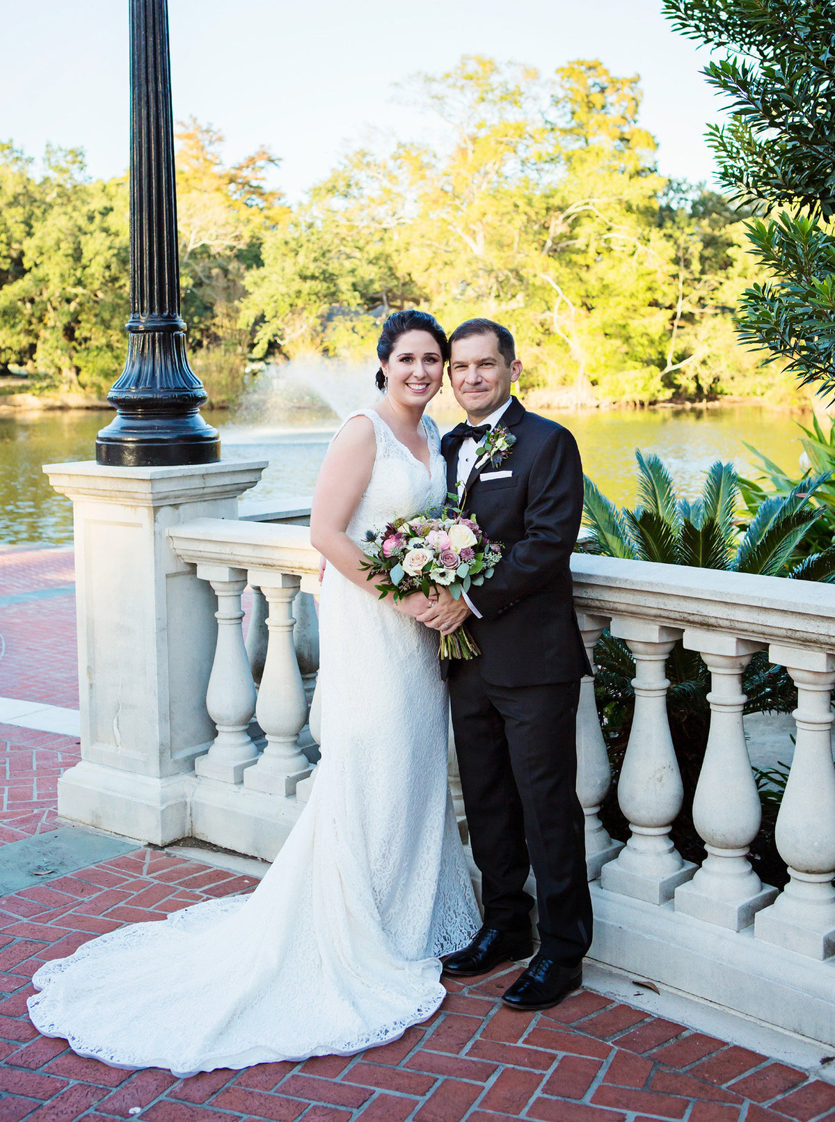 Audubon Park bride and groom portrait in front of pond
