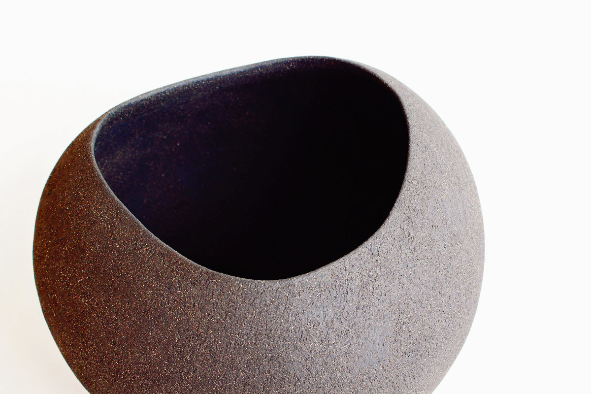 Yasha-Butler-Ceramic-Sculpture-Bowl-Black-Brown-Lithic_1466-3500px