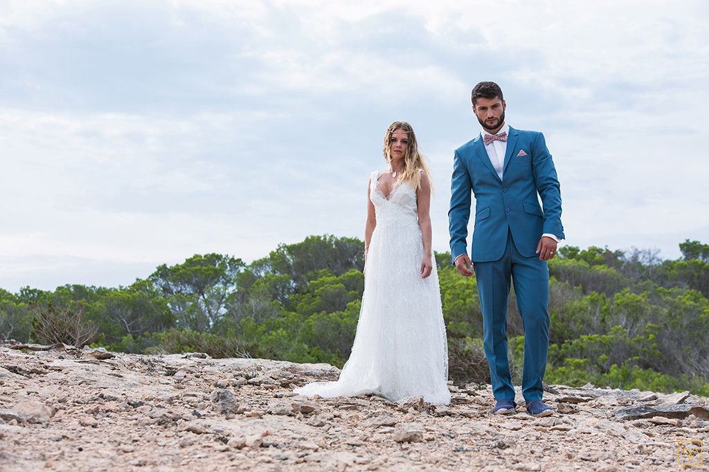Amedezal-wedding-photographe-mariage-lyon-inspiration-Formentera-robe-Gervy-surmon31-alliances-Antipodes-MonTrucenBulle-PauletteDerive-mode-beau-couple