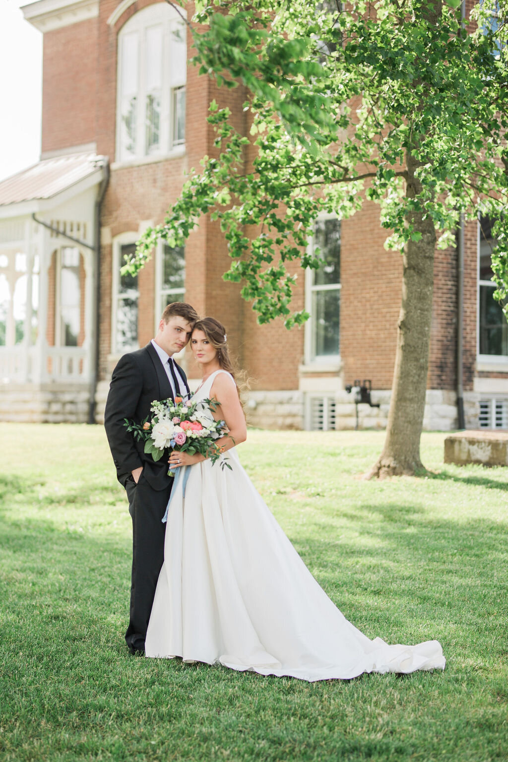 Lynwood Estate - Luxury Kentucky Wedding Venue - Fine Art Couple 00004