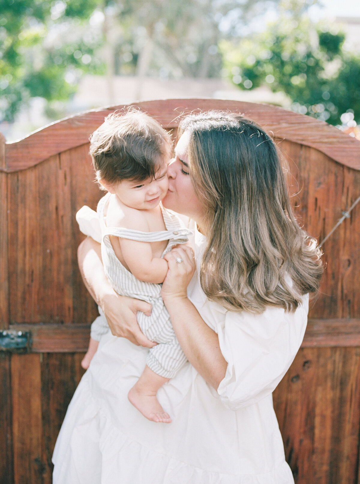 Organic Modern Minimal In Home Motherhood Session Film Photography -8